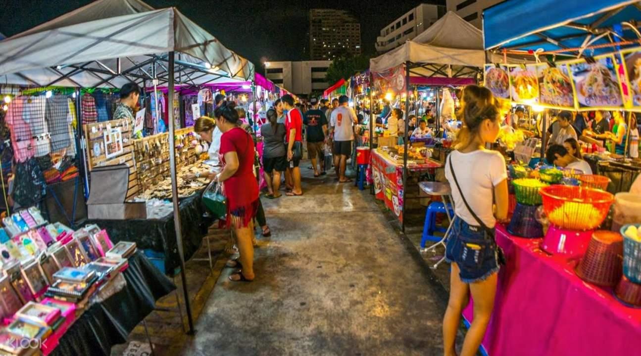 vendors at the krabi night market