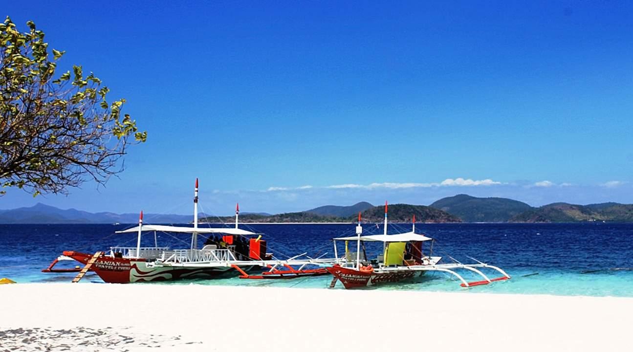 boats in coron palawan