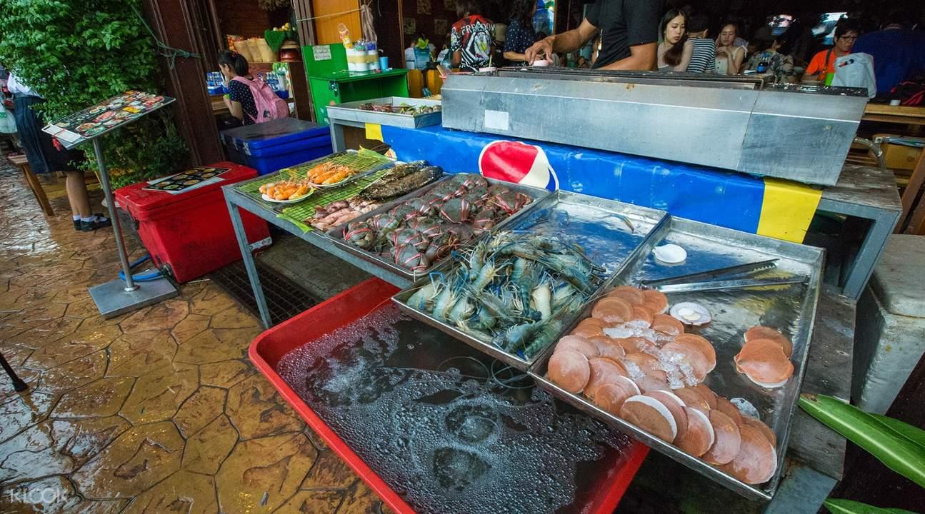 amphawa floating market tour thailand