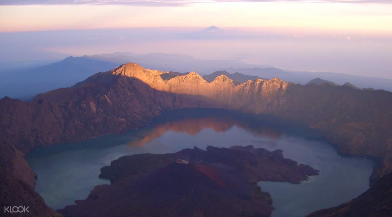 印尼林贾尼火山徒步之旅
