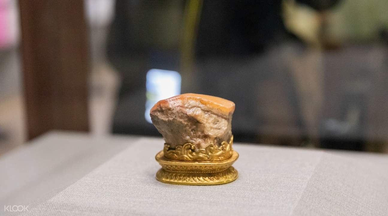 Meat-shaped Stone on display at the National Palace Museum