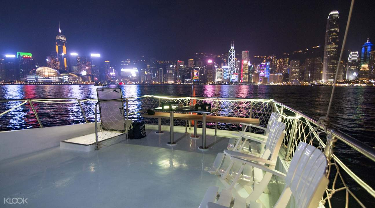 victoria harbour cruise hong kong