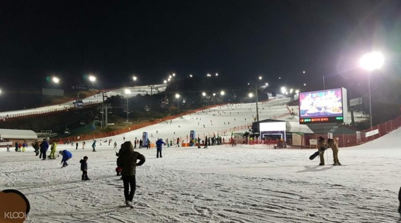 维瓦尔第滑雪场夜景