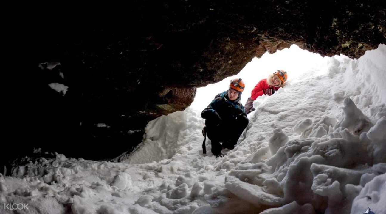 冰岛南部地下熔岩洞探险