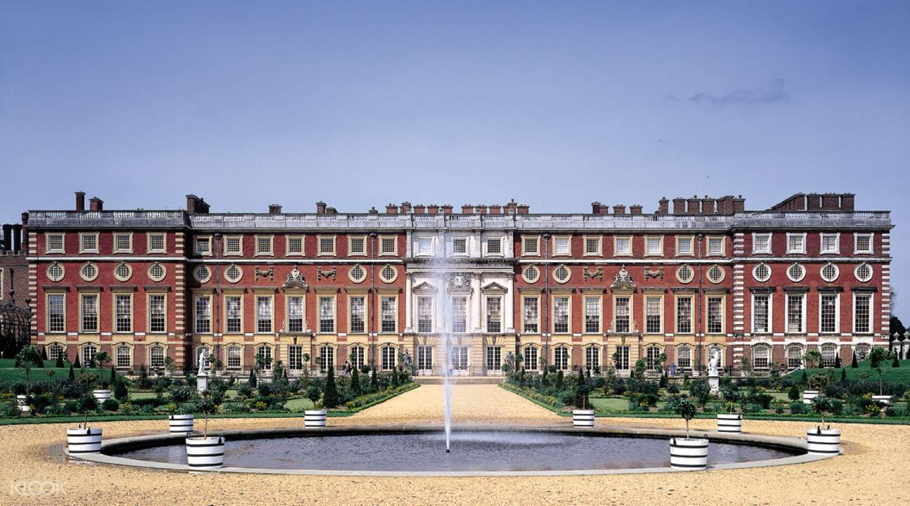 front view of the hampton court palace