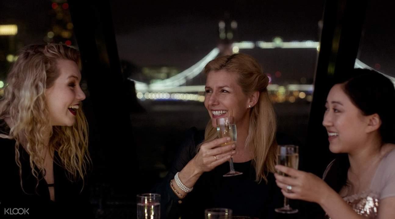 泰晤士河浪漫歌舞秀遊輪晚餐