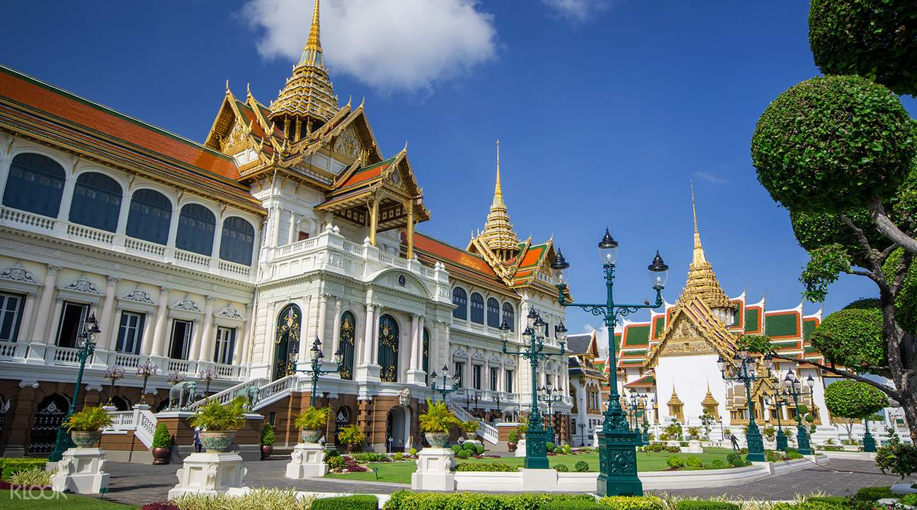 Bangkok Grand Palace and Wat Phra Kaew Morning Tour