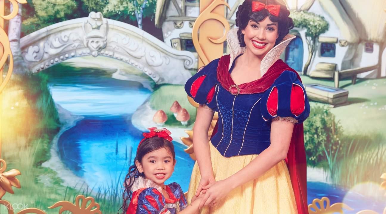 disneyland hong kong princesses
