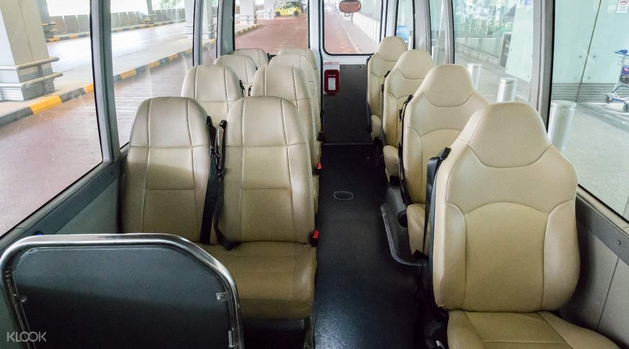 接駁巴士內部