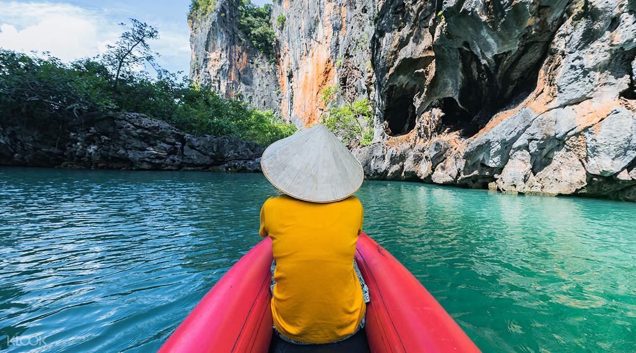 person kayaking along the waters of Hong Island