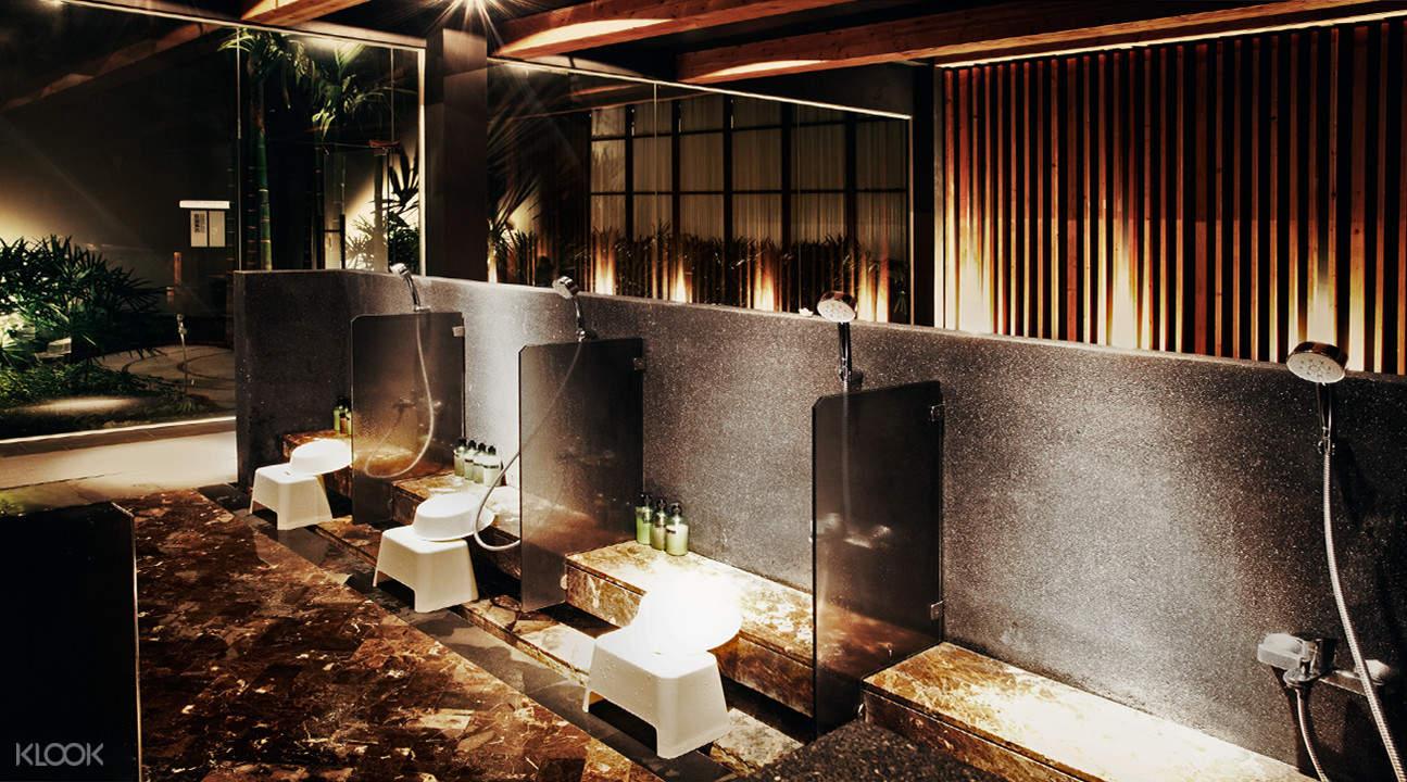 Yunomori Onsen & Spa showers