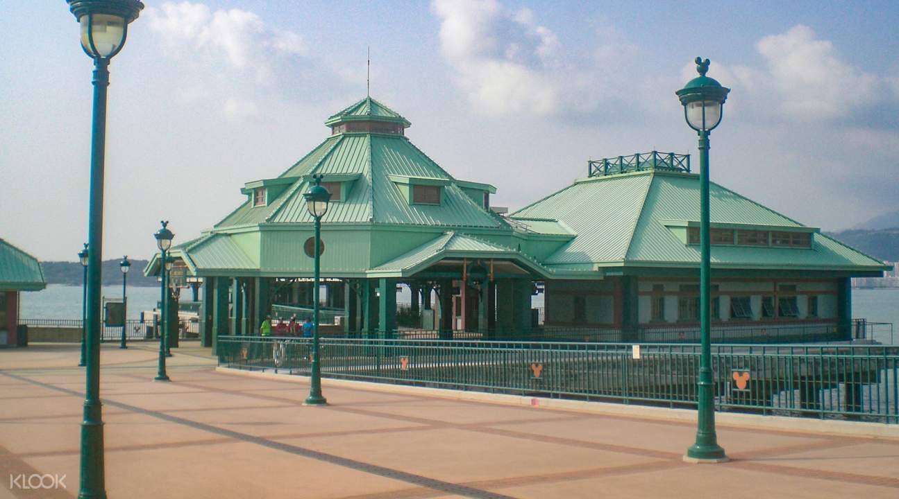 Disneyland ferry
