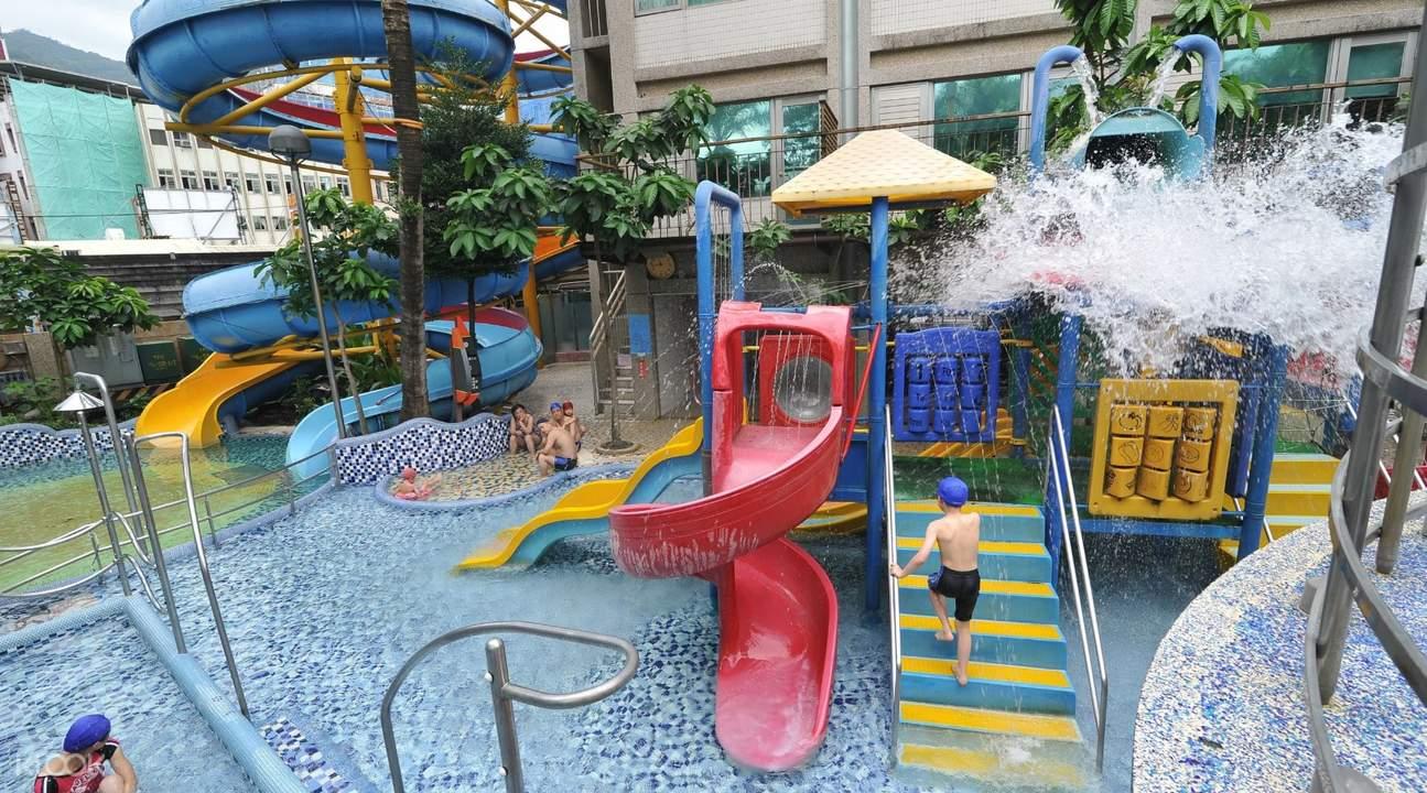 中冠礁溪大飯店擁有五層樓高空溫泉滑水道