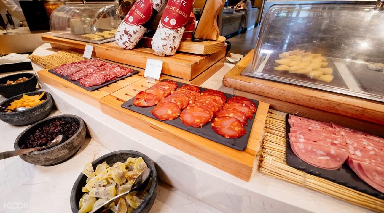 mistral buffet