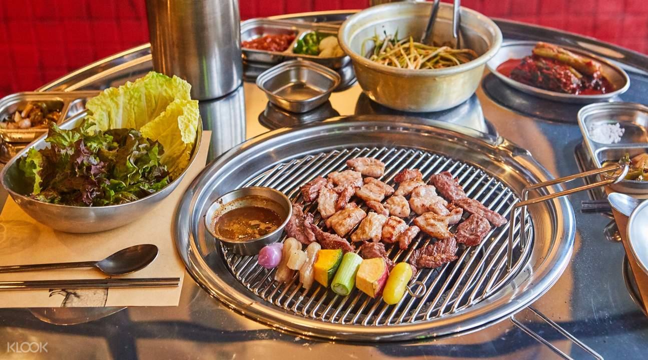 韓國首爾弘大三岔路口肉舖烤肉什錦拼盤