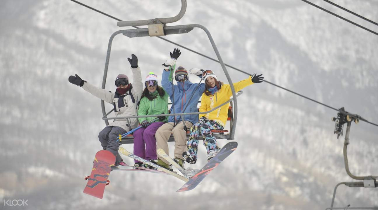 guests riding ropeway at Biwako Valley Ski Resort