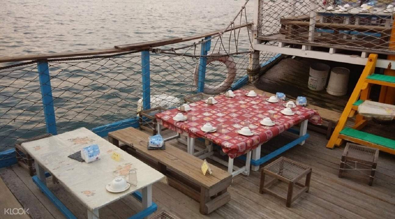 alfresco dining Dinner Experience on a Boat Restaurant in Penghu, Taiwan
