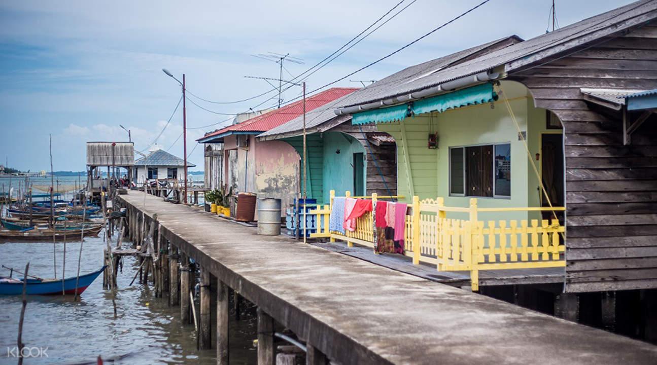 民丹島新加蘭小鎮遊