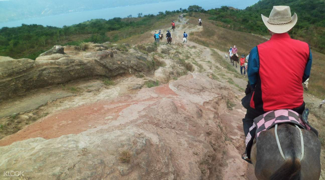 塔爾火山徒步之旅