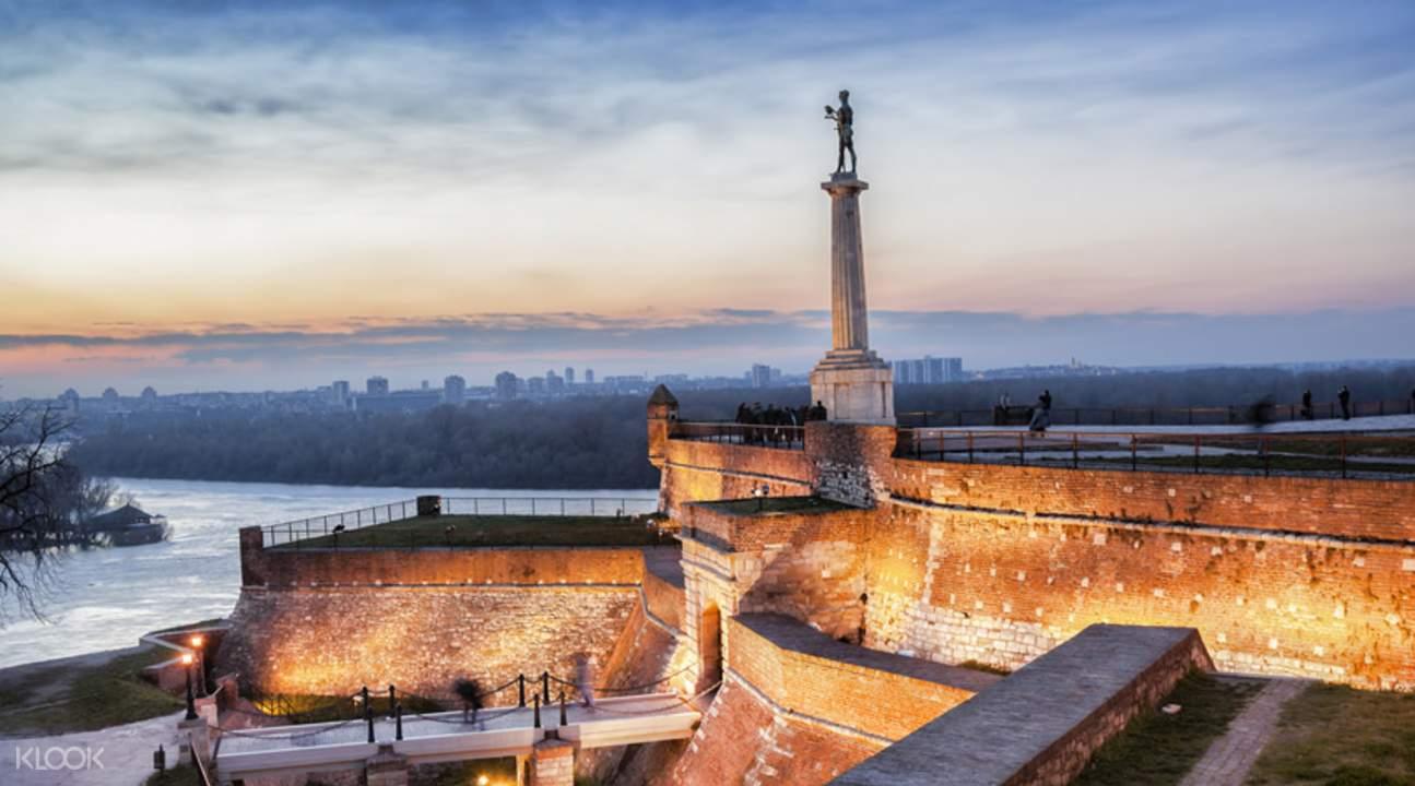 维克多纪念碑