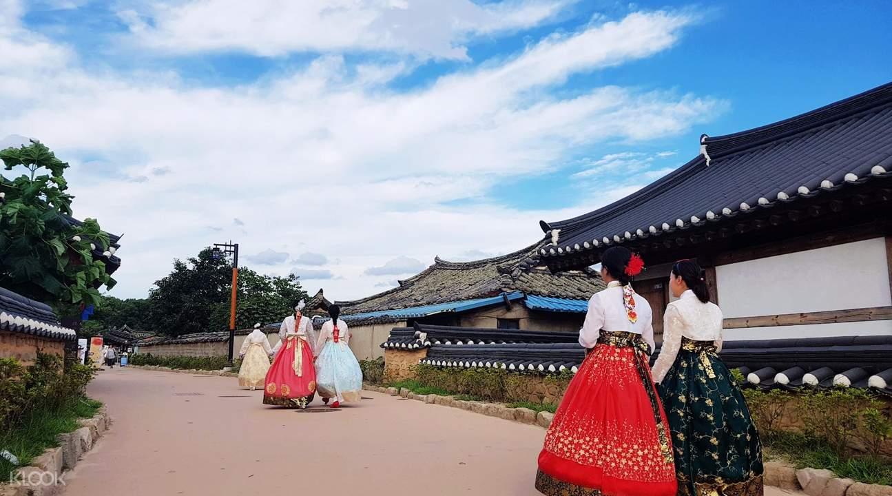 traditional Korean clothing Hanbok