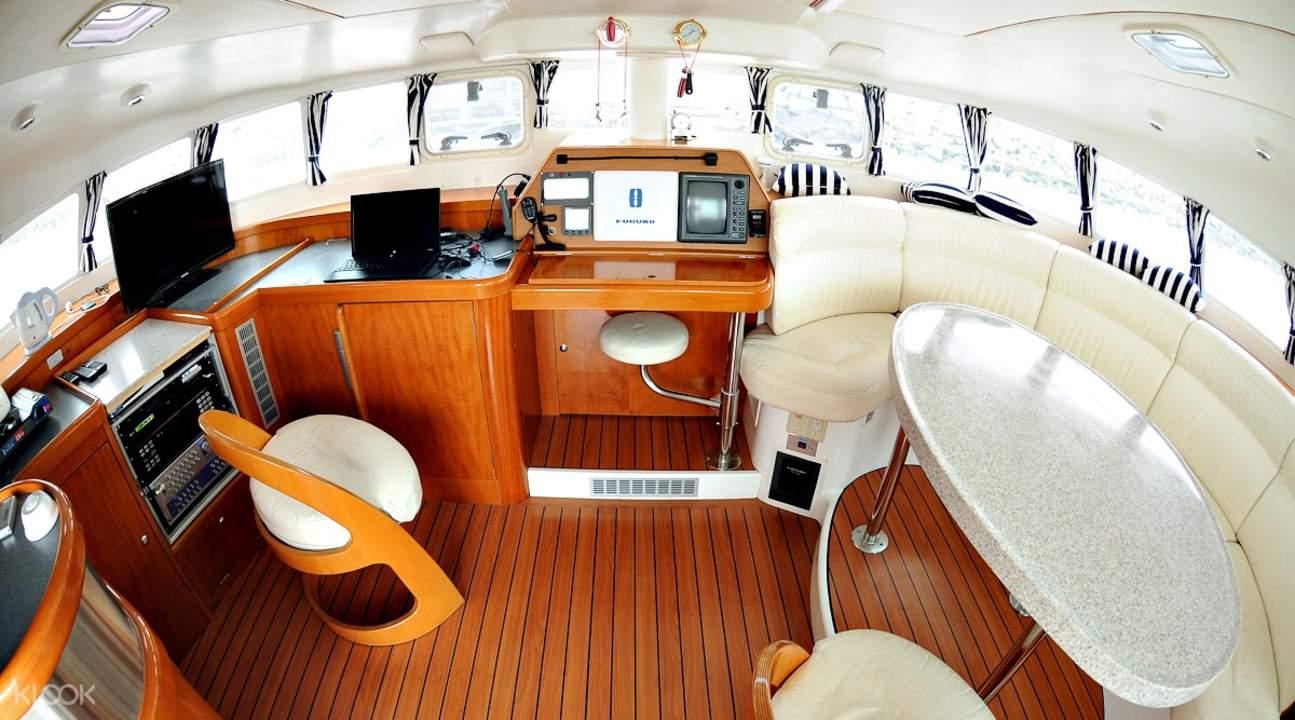 Yacht B游艇