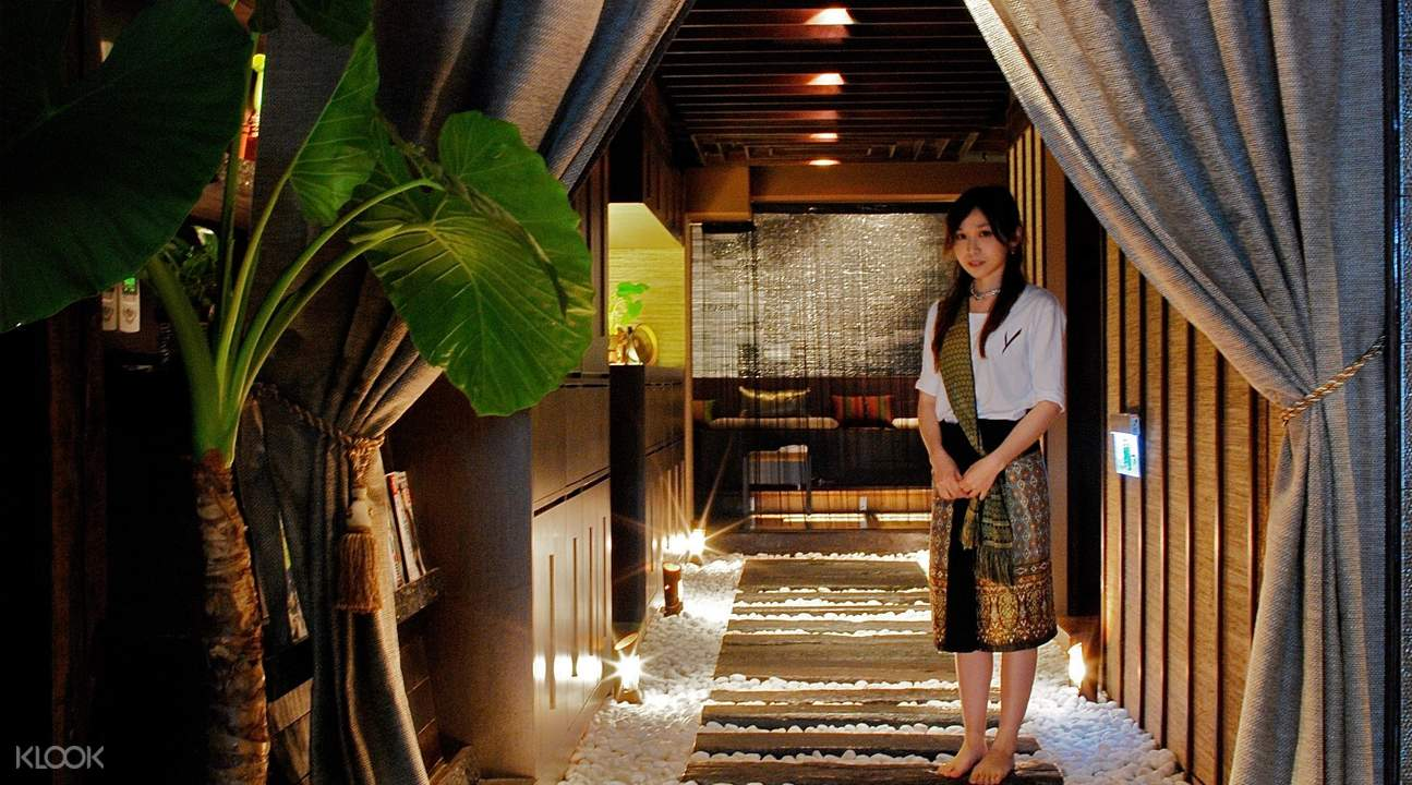 therapist at entrance of villa.like spa in taipei