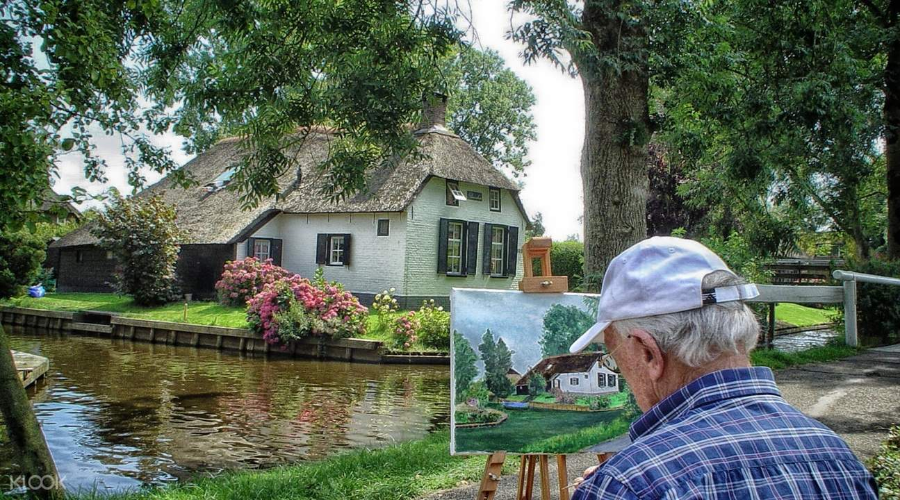 giethoorn painting on the bank