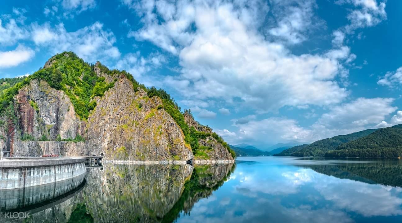 balea lake while on transfagarasan road trip tour
