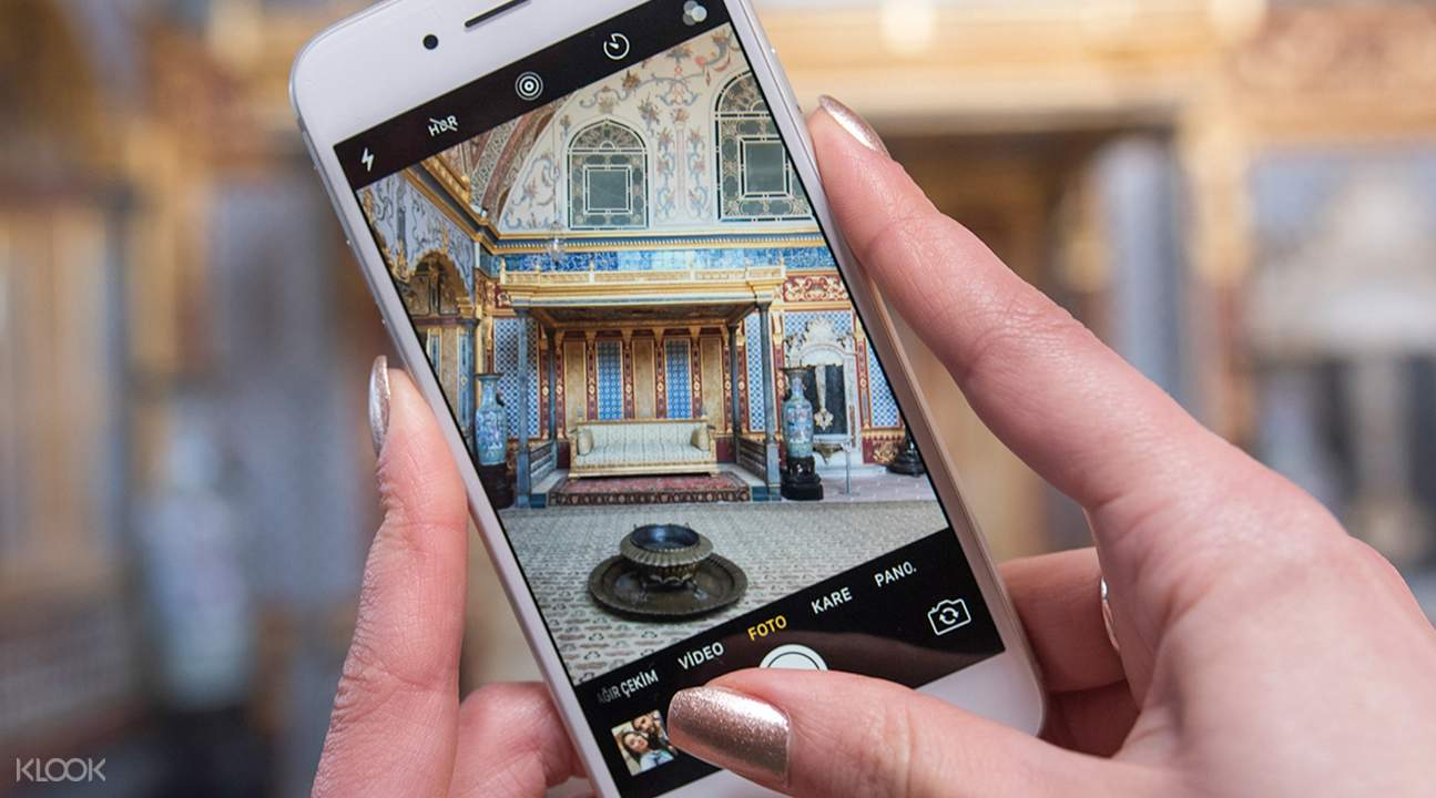 someone taking picture of Topkapi Palace Museum