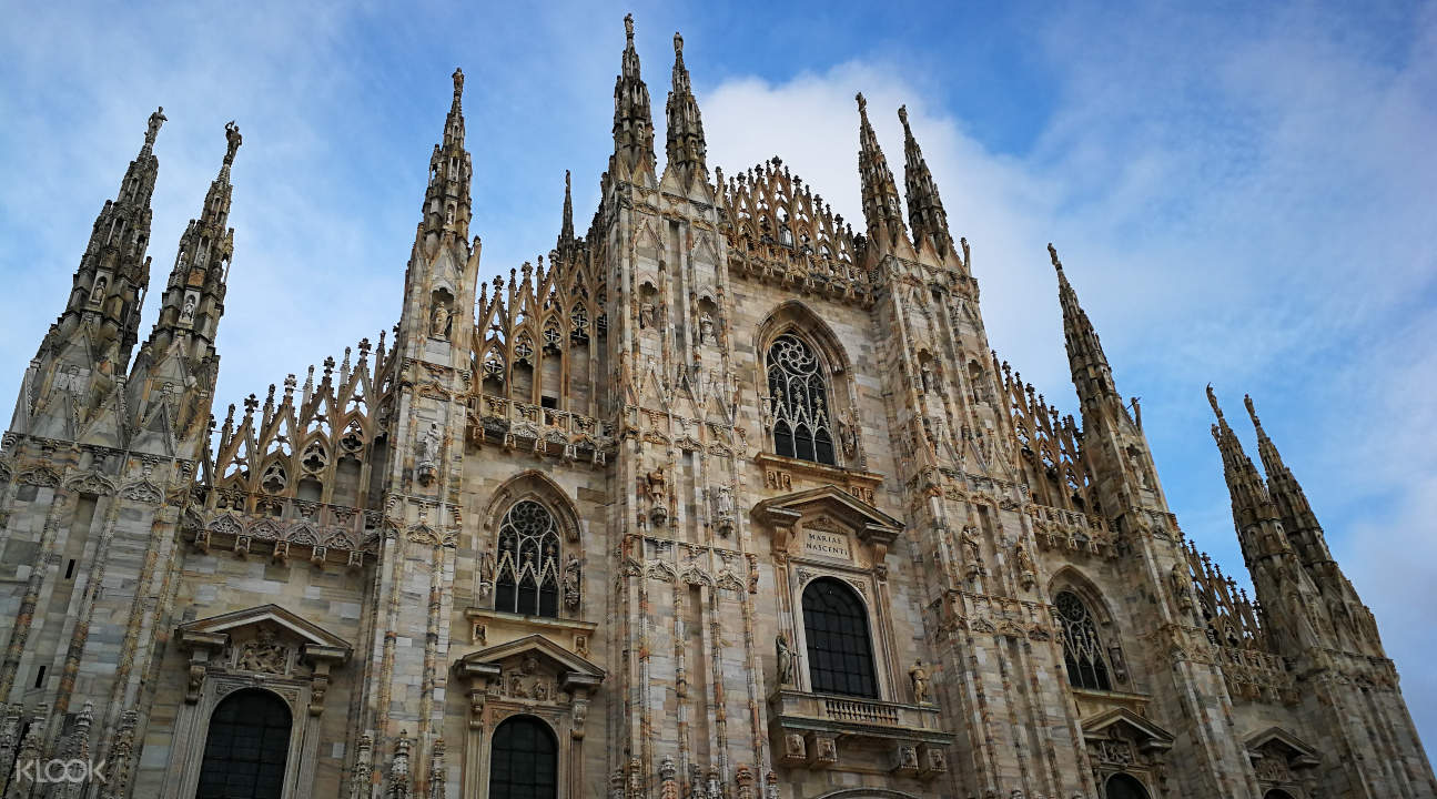 a view of Duomo di Milano from the piazza