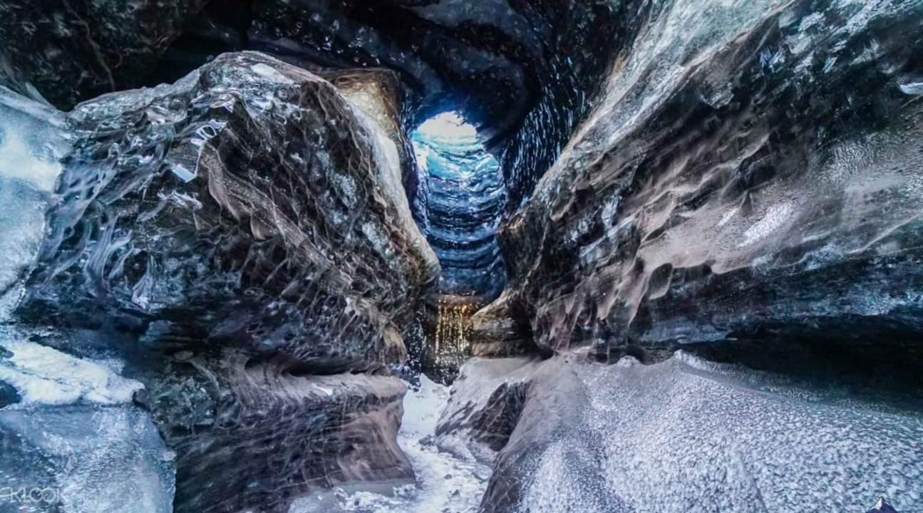 卡特拉火山冰洞