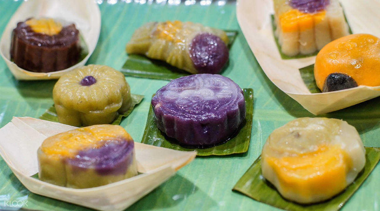 Different types of kueh