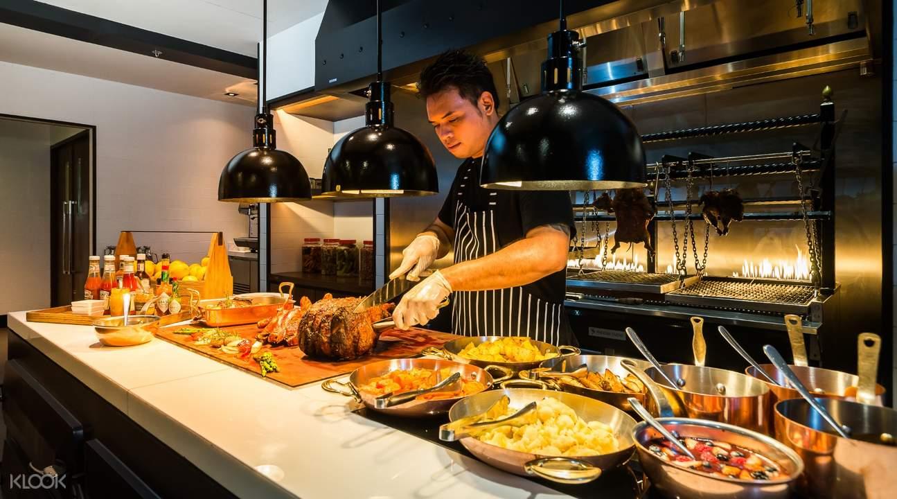 Lunch and Dinner Buffet at Goji Kitchen+Bar at Bangkok