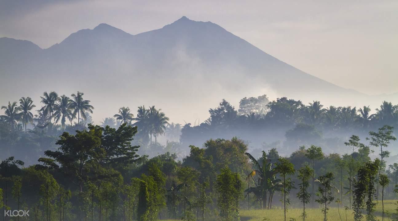 印尼第二高火山林贾尼火山 (Rinjani Volcano)