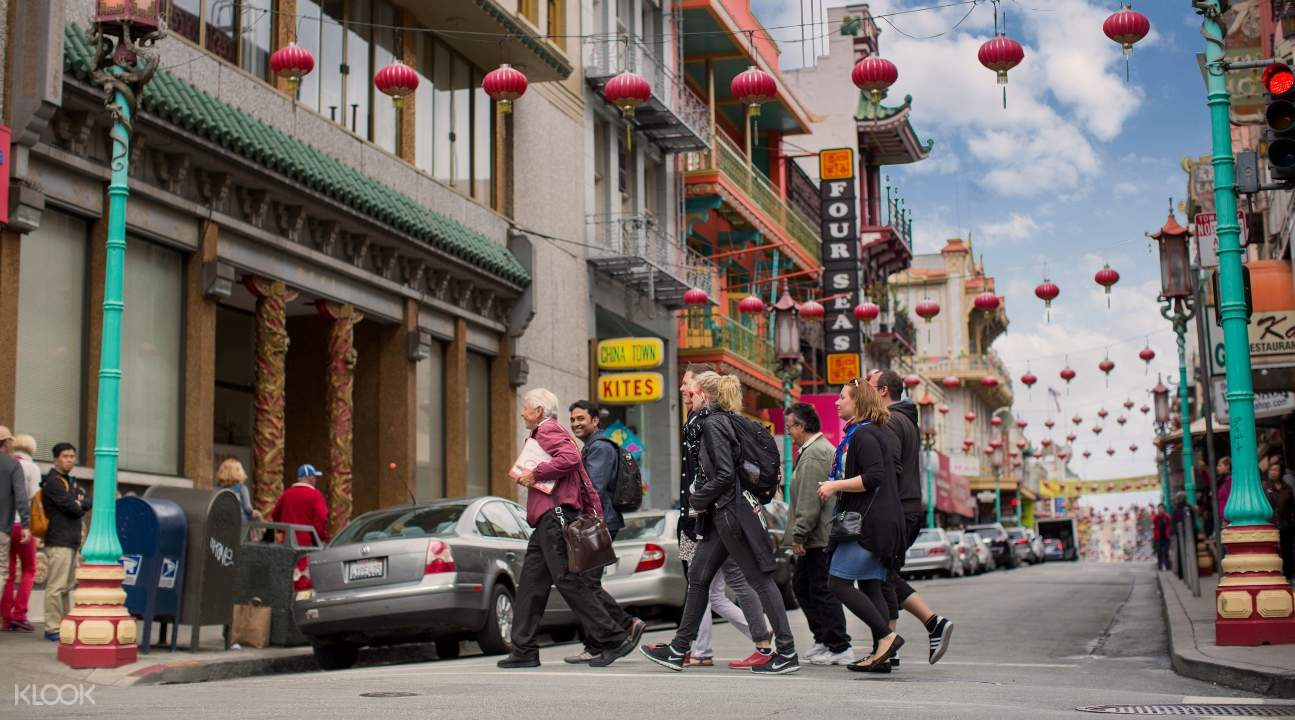 tourists going on a walking tour in San Francisco