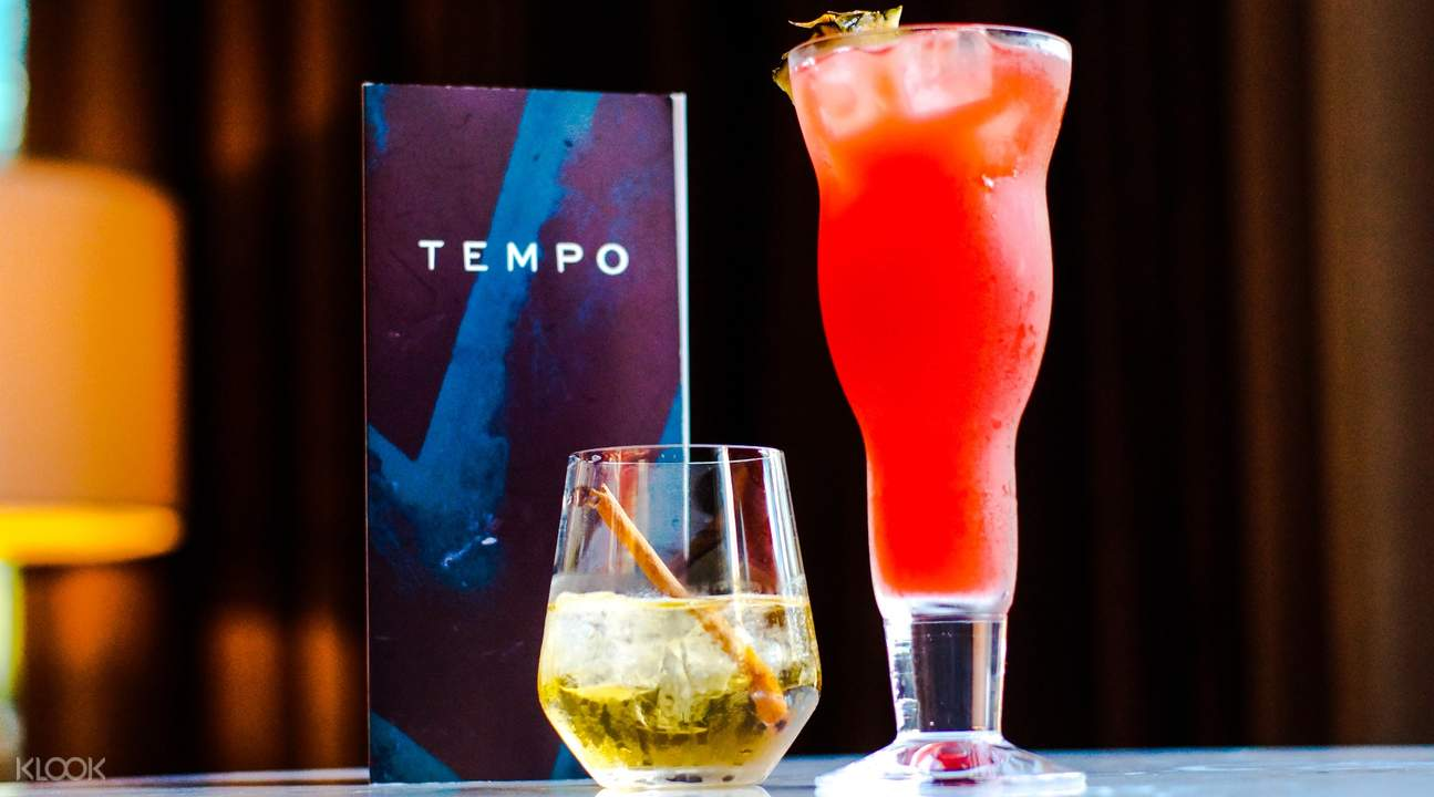 Cocktails at Tempo Bar River Valley
