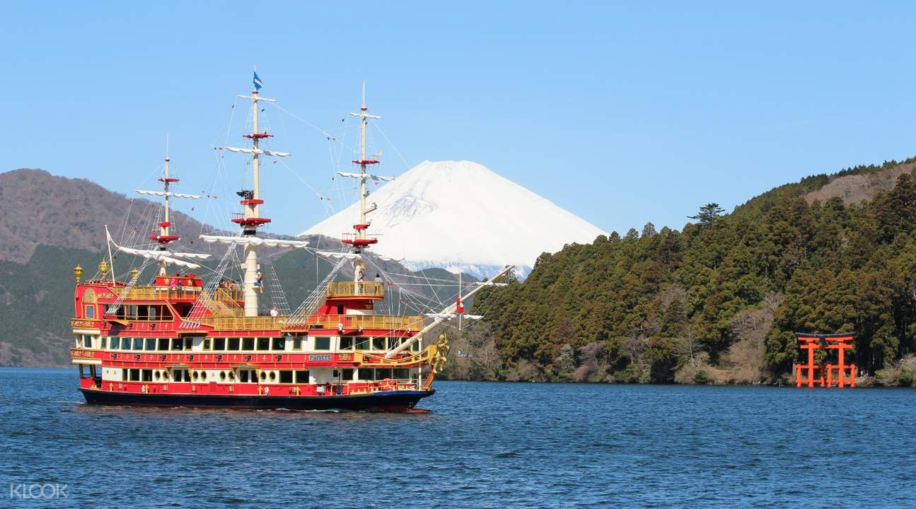 hakone sightseeing cruise ship royal II sailing on Lake Ashinoko