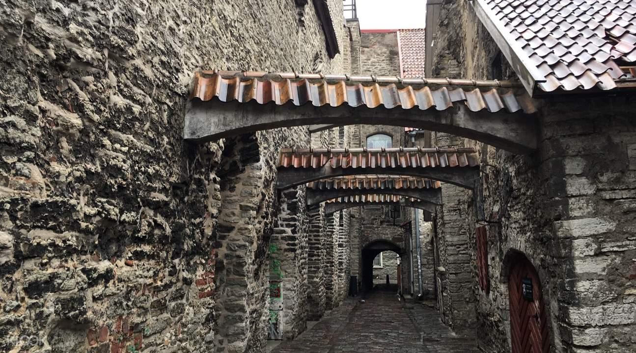 cobblestoned streets tallinn