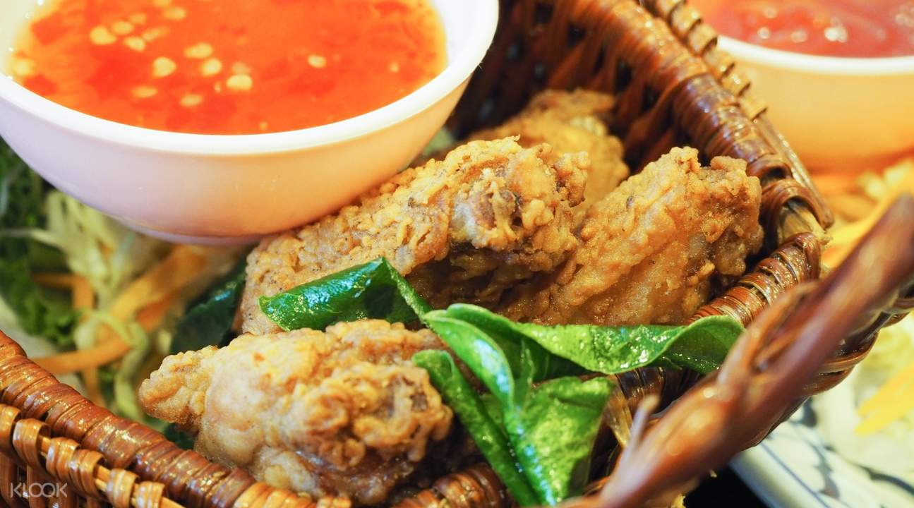 Fried Chicken Thai Style at Noi Kwa Roi Bar & Restaurant in Bangkok