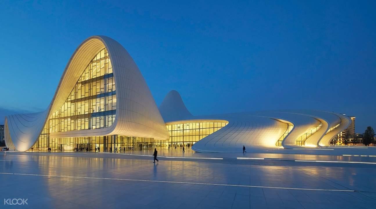 Baku's Heydar Aliyev Center at night