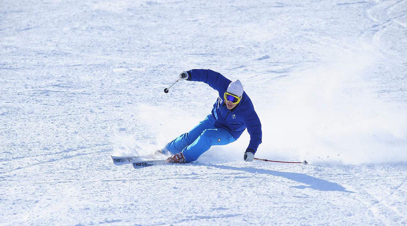 芝山滑雪场滑雪教学团