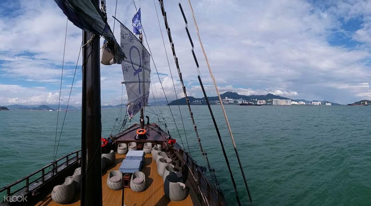 cheung chau aqualuna cruise