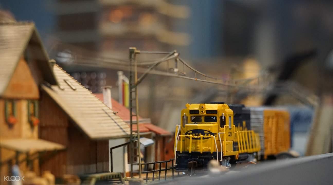 knn diorama world
