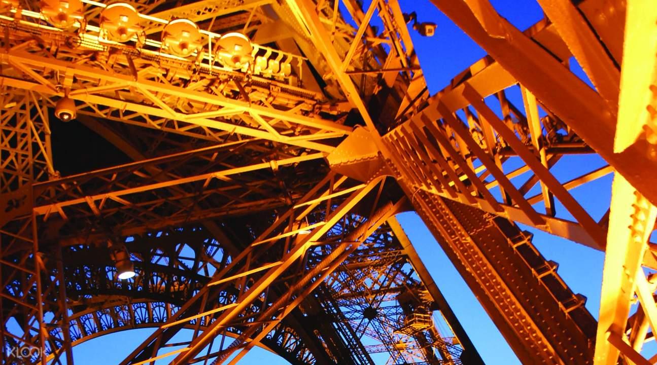 艾菲爾鐵塔2層免排隊導覽行程