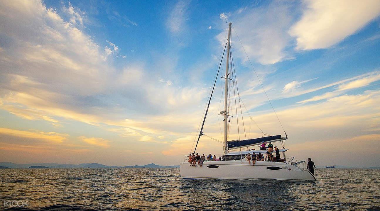 maiton island catamaran tour
