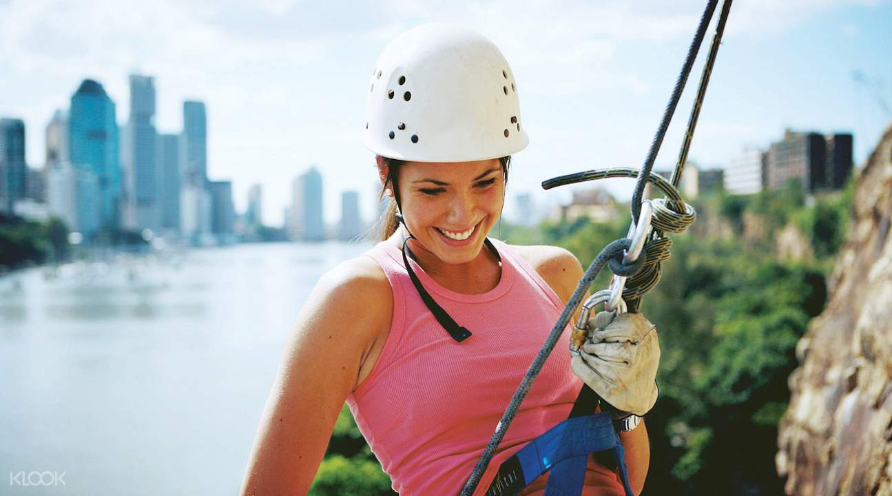 Kangaroo point cliff abseiling experience brisbane