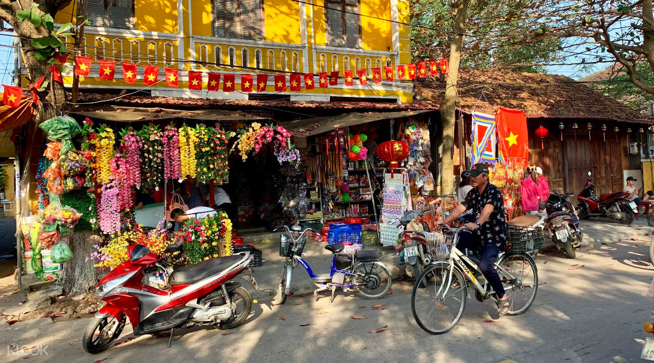 a street in Hoi An with a view of a local shop
