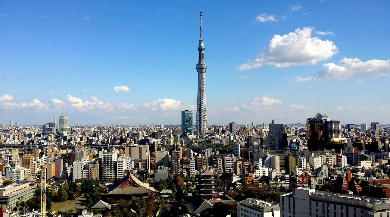 tokyo skytree and tokyo city view during the day