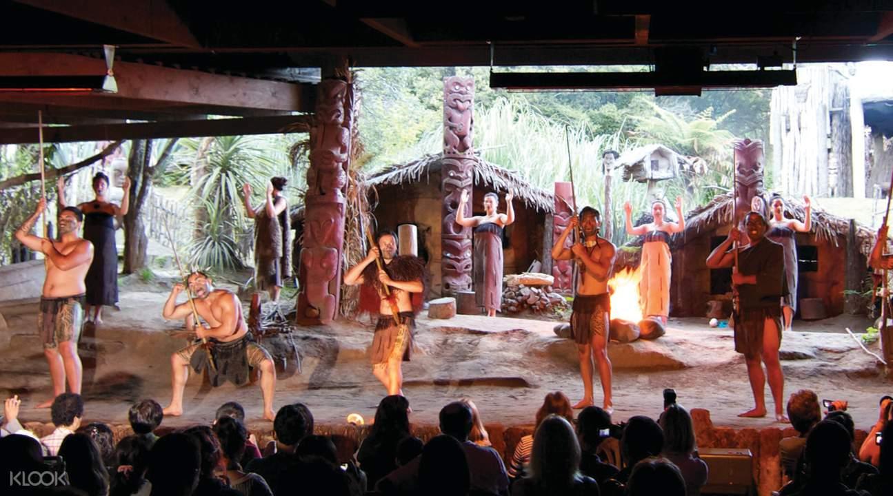 米泰毛利文化村表演